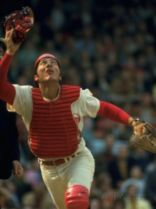 john-dominis-cincinnati-reds-catcher-johnny-bench-catching-pop-fly-during-game-against-san-francisco-giants