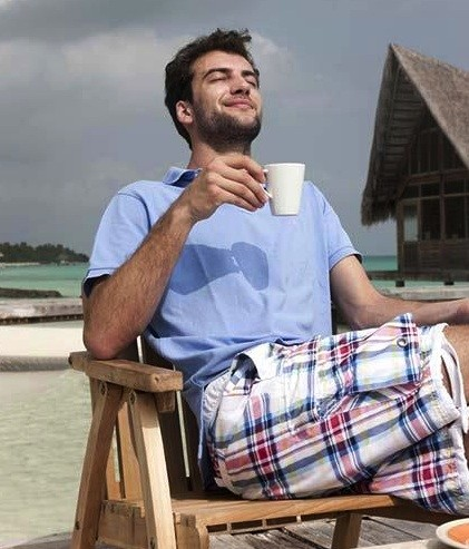 man_drinking_coffee_on_deck_at_beach_33agc0215rf
