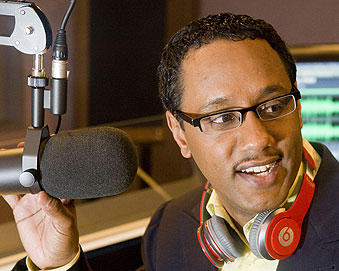 Image of: Mario Armstrong on the radio talking about digital technology and its use for good.
